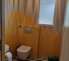 WC en mode lumière allumée