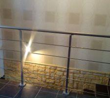 Aperçu de la descente d'escalier en briquettes de parement avec rambarde inox et alu