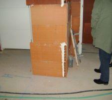 Le tuyau des wc qui est ds la chambre alors qu'il devrait être derrière la cloison