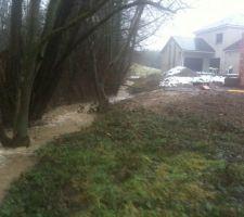La source du côté de la maison... ça va on a encore de la marge... ou pas ;-)