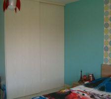 Chambre avec placard intégré