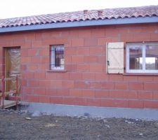Facade nord, fenetre cuisine et porte d'entrée