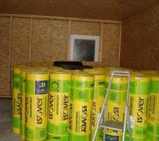 Arrivage laine de verre 200mm et 100mm. 200 dans les murs du garage. et 200   100 pour la partie maison, plus en périphérie de la maison 2 cm de cellulose de bois résultat un gros R