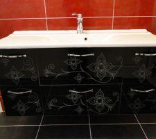 meuble de salle de bains delpha unique 123 medina facade en verre noir serigraphie
