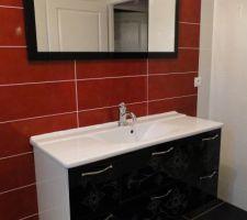 Meuble de salle-de-bains DELPHA Unique 123 Médina, façade en verre noir sérigraphié