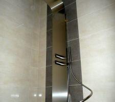La showerboard enfin posée!