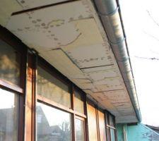 Vue sur l'avancée de toiture, conséquente en Alsace. Ceci permettra de limiter l'apport thermique en été sur cette façade exposée à l'ouest.