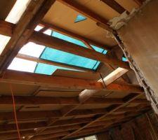 Autre vue de l'intérieur toiture démontée. On a réutilisé les panneaux pour faire un plancher au niveau du grenier.
