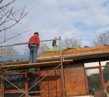 Démontage de la toiture et bâchage.
