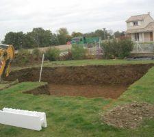 une journee sans pluie au mois de novembre juste le temps de faire un trou dans le jardin mais quel trou 6 m x 11 m sur 1 85 de profondeur
