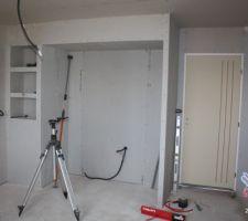Niche pour colonnes cuisine   3 petites niches étagères