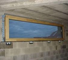 La fenêtre en bois abouté