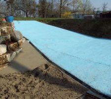 le beton sous 3 formes au 1er plan juste etale au 2eme plan lisse au 3eme plan traite par le desactivant