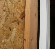bord baie vitree et montant vertical