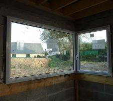 fenêtre angle 90 180 x 105 bicolore RAL 7016