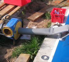 Aspirateur permettant au liner de rester en place, sans air et sans pli