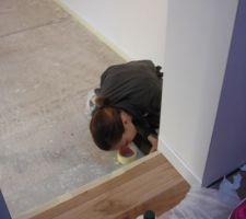 preparation longue est minitieuse avant l application de la peinture directement sur le beton pour garder ce concept industrielle et brut