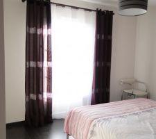 rideaux poses dans la chambre 1