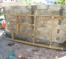 Un élément de la structure de la terrasse.