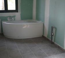 Installation de la baignoire semi angle