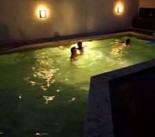 Grosse chaleur = bain de minuit!