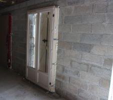 Vue de l'intérieur de la porte fenêtre