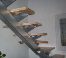Escalier peint couleur argent