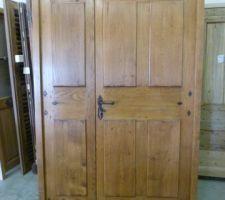Porte d'entrée en chêne, fabriquée sur-mesure sur un modèle ancien
