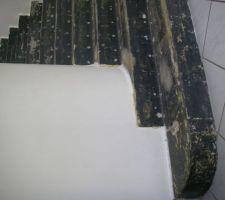 escalier en beton a renover en habillage bois et matiere minerale en contre marche
