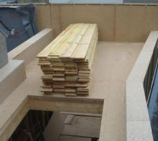 Le toit terasse du bureau avec l'emplacement du velux en position zenital