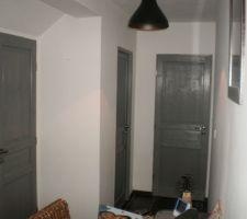 portes du bas terminee couleur beton
