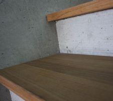 detail escalier du sous sol beton et chene huile