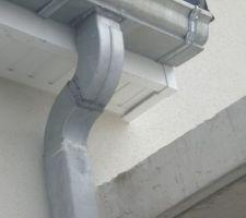 Balcon qui dépasse du cache moineaux