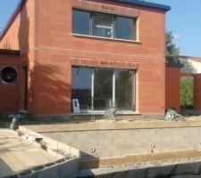 On a sauté quelques étapes ! Mais il fallait profiter de l'été pour la construction de la piscine !