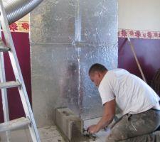 Mis les panneaux antifeu et commencement des parpaing pour installer l'insert