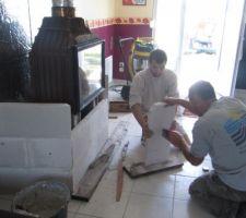 Mise en place de l'habillement autour de l'insert en beton cellulaire