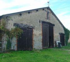 Photo de la grange à l'achat , coté entrée garage, cuisine et entrée