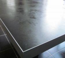 Surface table plus la finition aluminium anodisé