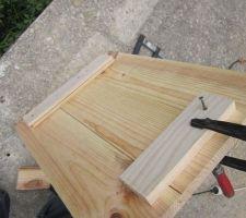 On sert les planche pour les rendre droite! Avec vissage de bout de bois en haut et en bas pour scèller le tout et que cela ne se retorde pas par la suite  C'est très éfficace!