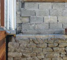 On voit le niveau donc a gauche de la porte et aussi le niveau a droite avec l'ipn  de la terrasse   la passerelle sera a cet endroit
