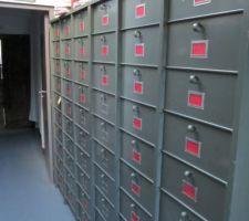 2 armoires soit 60 casiers on a de quoi ranger