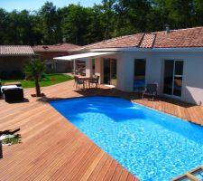 la terrasse et la piscine quasiment terminees