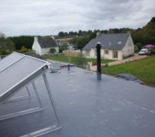 Couverture pose le 18/10 , photo avec panneau solaire et conduit de cheminée