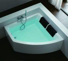 la baignoire en attente de pose sur la chape liquide
