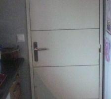 Aspect futur des porte :portes isoplane rtravaillées a la défonceuse. on va les peindre en blanc et liseret gris