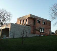 Voici la maison avec les fenêtres en alu