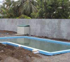 La piscine est installée