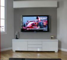 Voici un exemple de finition souhaitée pour la fixation de notre écran plat dans le salon ...