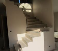 Carrelage de l'escalier terminé