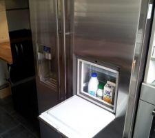 Réfrigérateur Américain SAMSUNG RSG5PURS porte mini bar ouverte